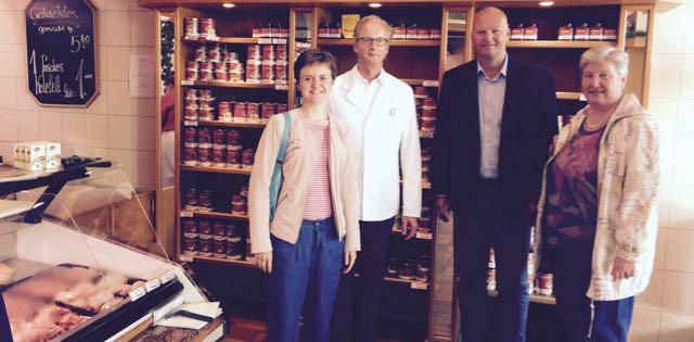 gemeinsam mit Herbert Tormann, Andreas Kottisch und Heike Sprehe im Geschäft in der Friedrich-Humbert-Straße in Bremen-Nord