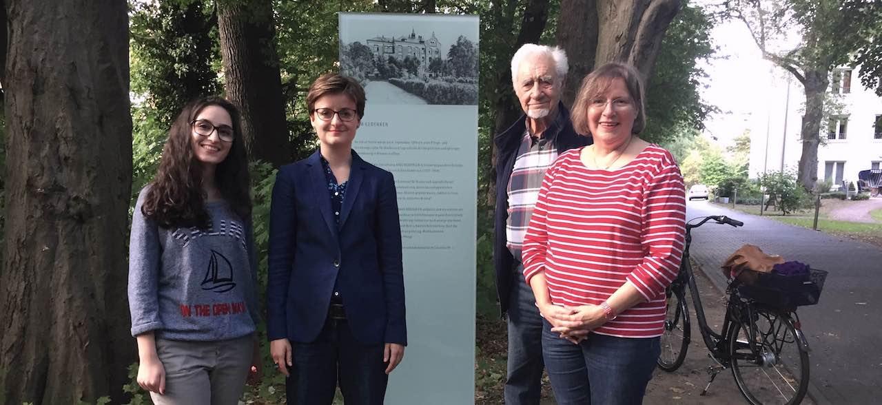 Mitglieder der SPD Horn-Lehe mit Stephanie Dehne (zweite von links) vor der Gedenktafel bei den Stolpersteinen